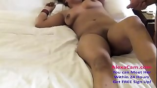 desi wife massage session in hotel 720p
